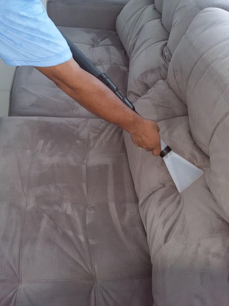 Lavagem de sofá a seco: até nos EUA eles fazem assim