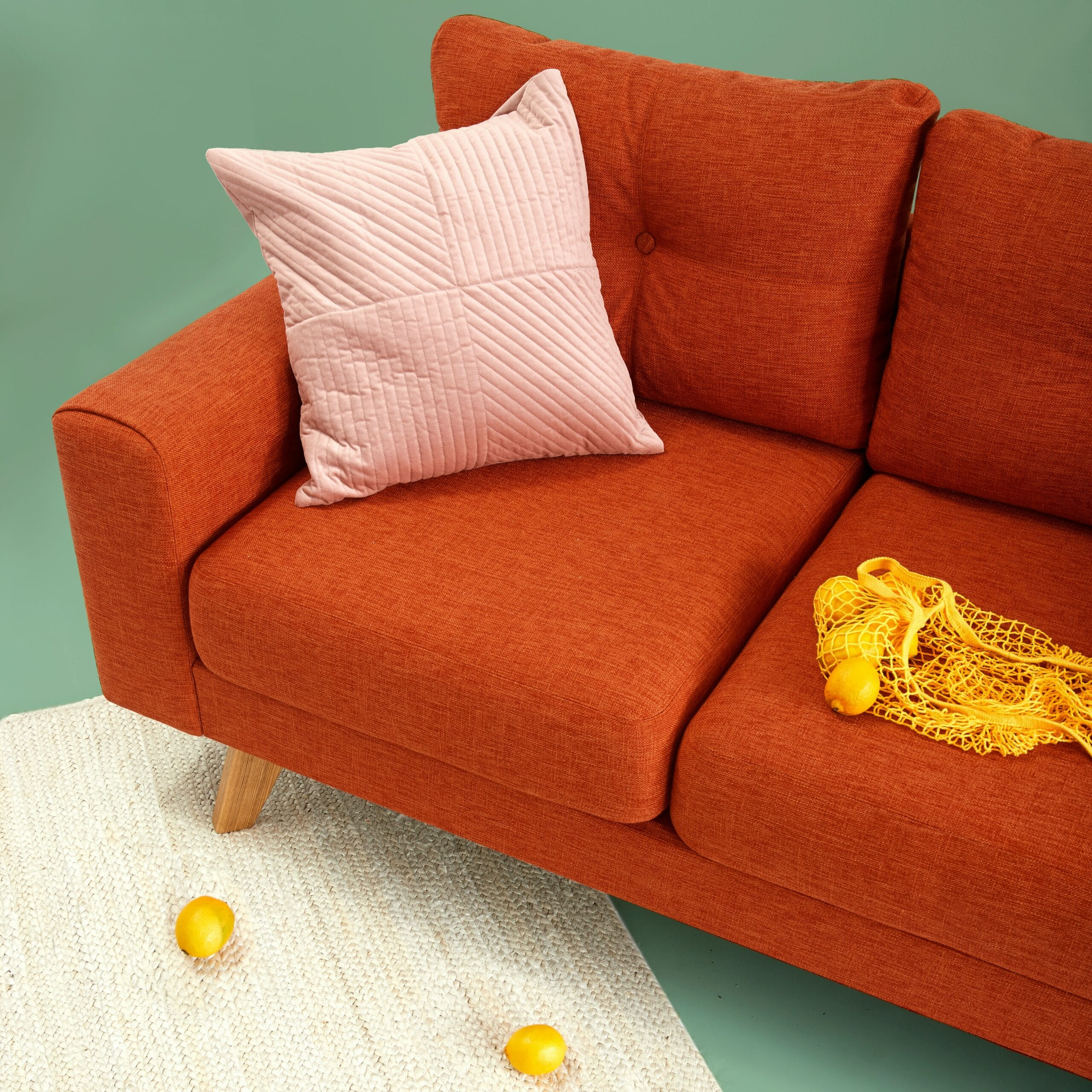 Limpeza de sofá: como mantê-lo sempre limpo e livre de pragas