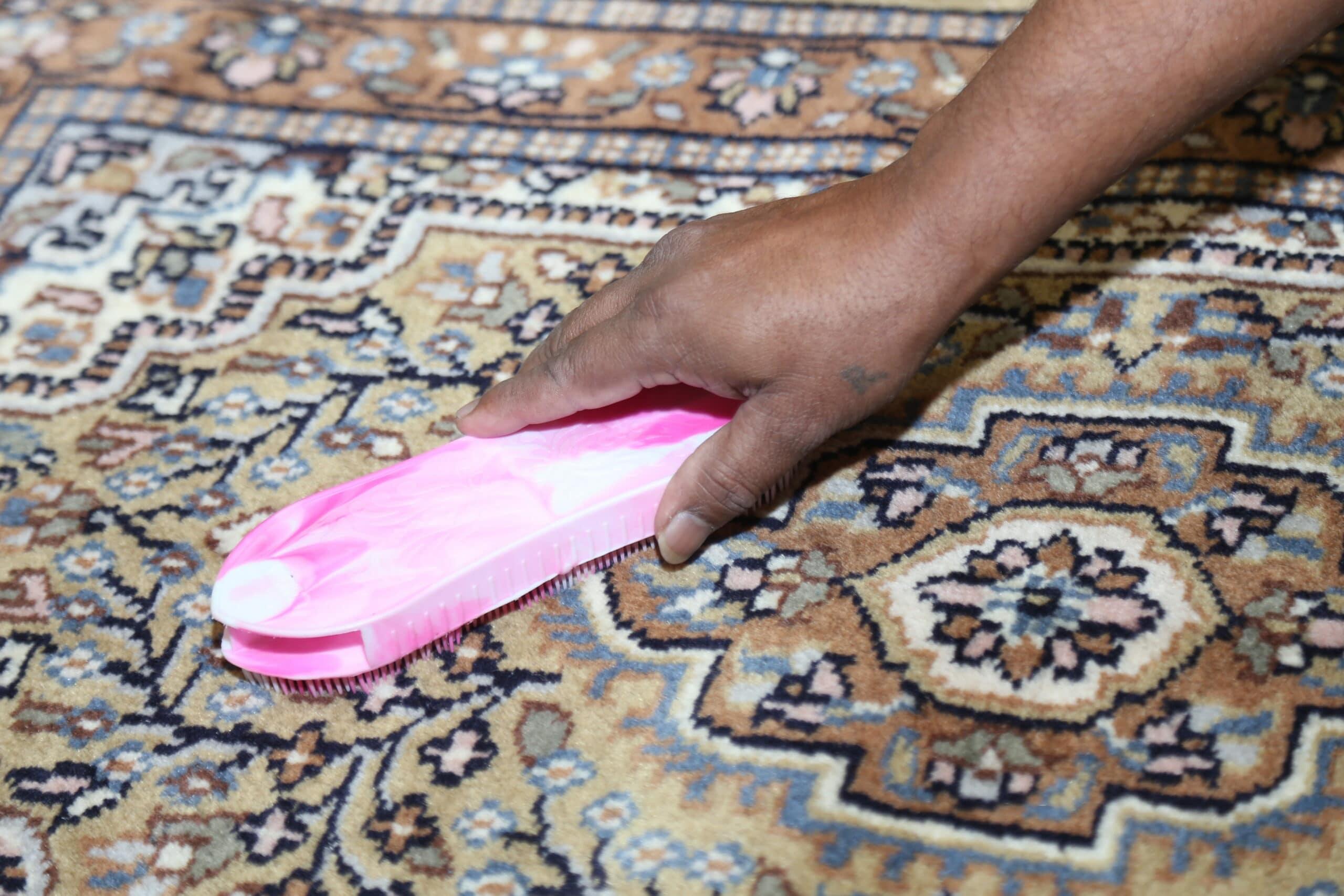 Limpando tapete detalhado. Como tirar mofo.