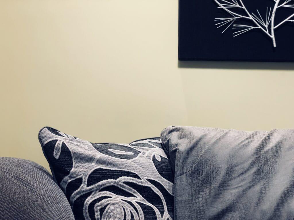 Empresa que limpa sofá com qualidade é na Acquazero.