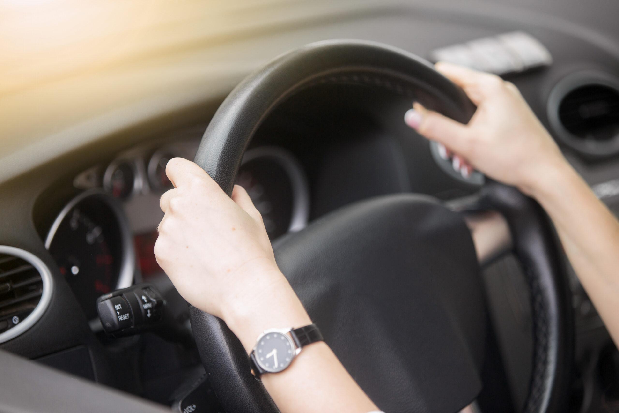 Como desinfetar o volante do carro e manter o seu interior limpo?