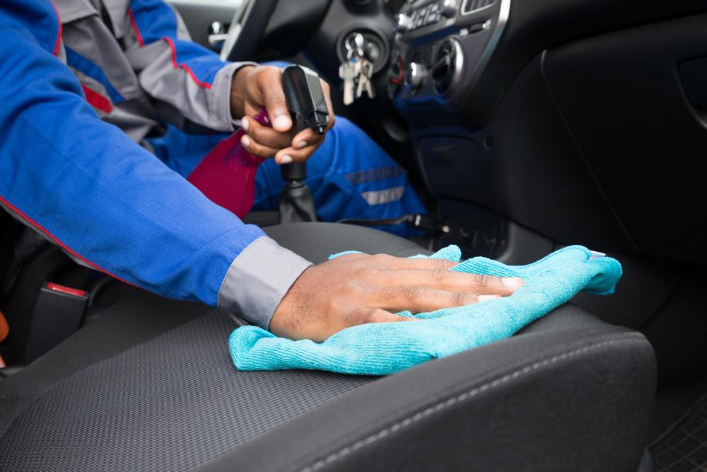 Como limpar estofado de carros: 5 dicas para fazer certo