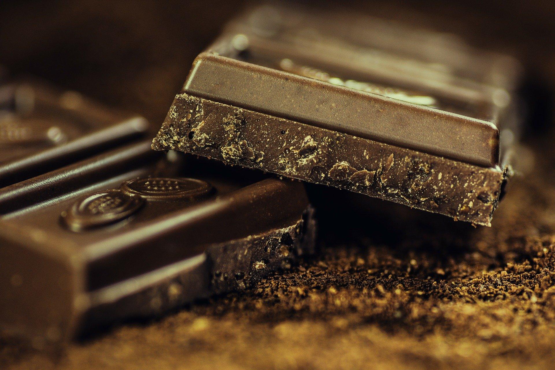 Como remover manchas de chocolates do estofado? Veja essas super dicas!
