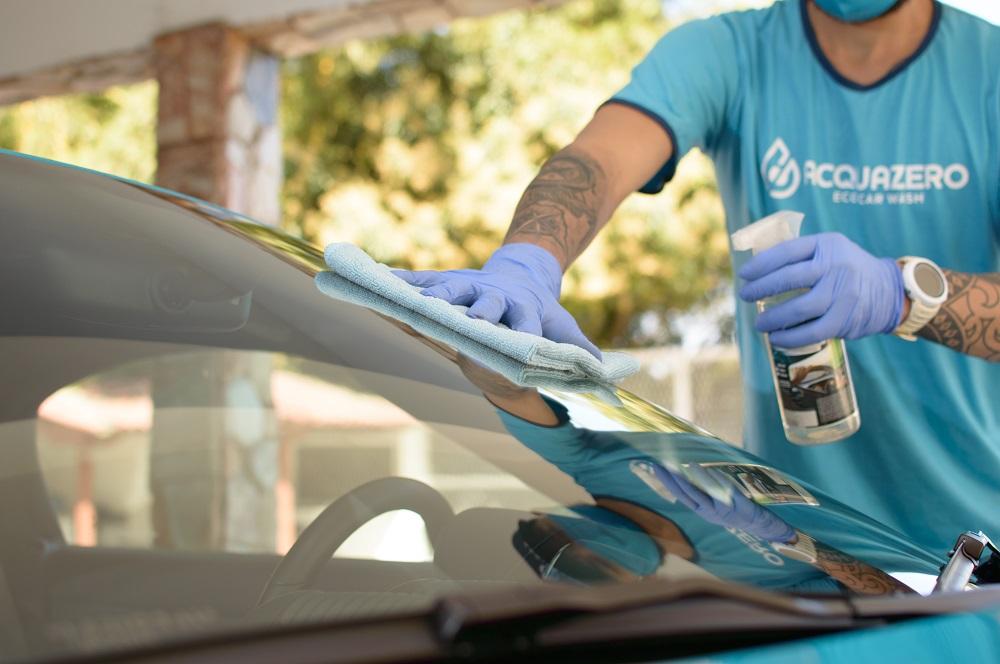 Franquia de limpeza automotiva é opção para lucrar com mercado em alta! Conheça a Acquazero