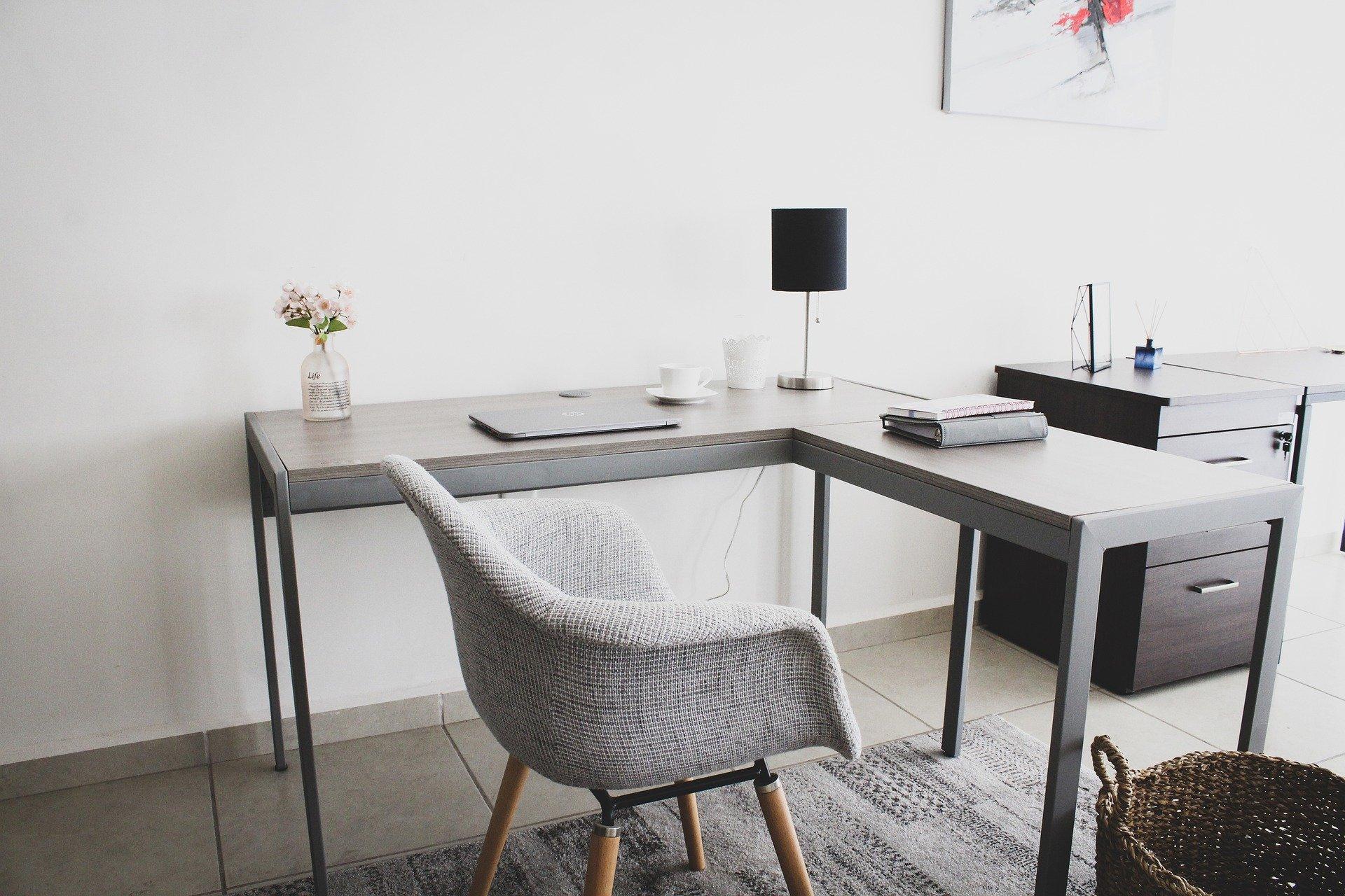 Veja como fazer a higienização de cadeira de escritório de forma prática e rápida