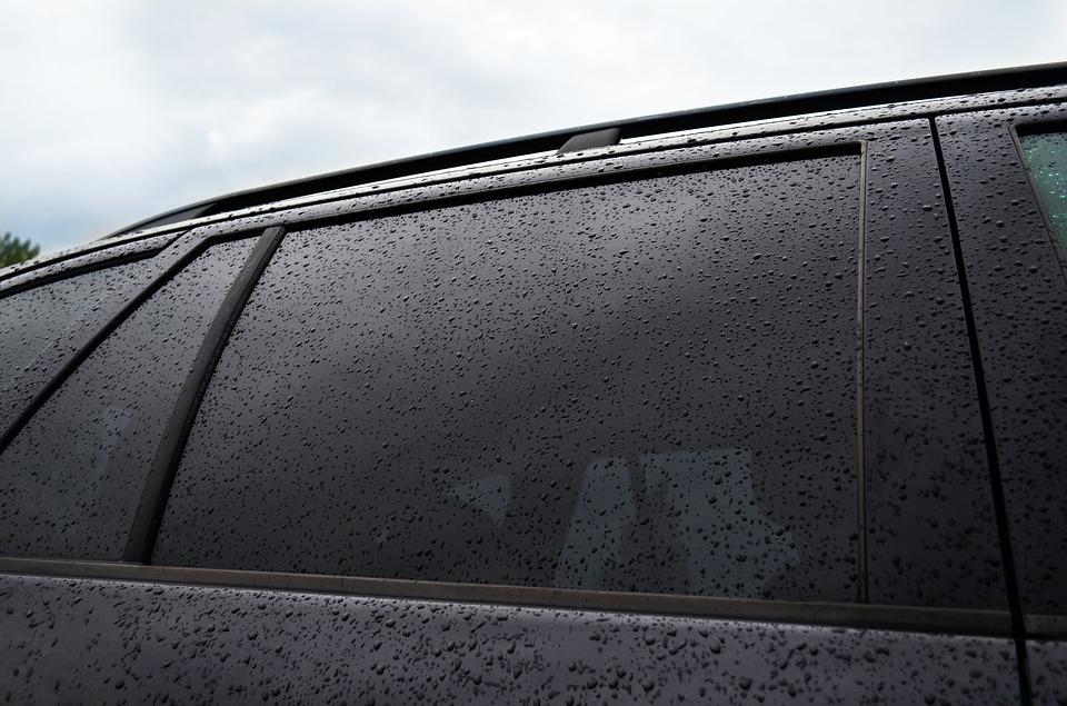 Como fazer a remoção de chuva ácida da lataria do carro? Entenda por que é importante